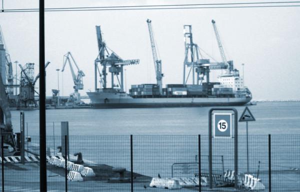 Concessioni demaniali marittime: illegittima la proroga automatica